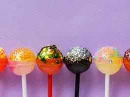 Are lollipops in your essential wedding candy bar supplies?