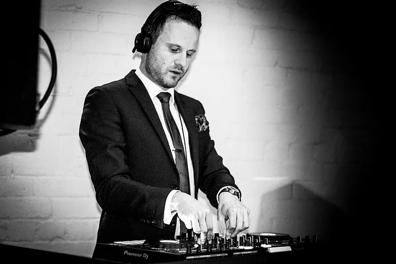 DJ andikay on the decks