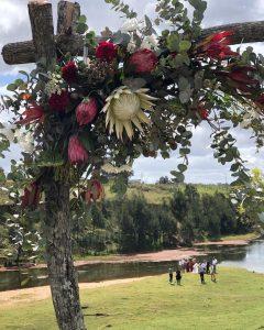 Everyday Gourmet arch florals