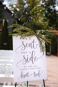 Hitched & Vibes wedding seating
