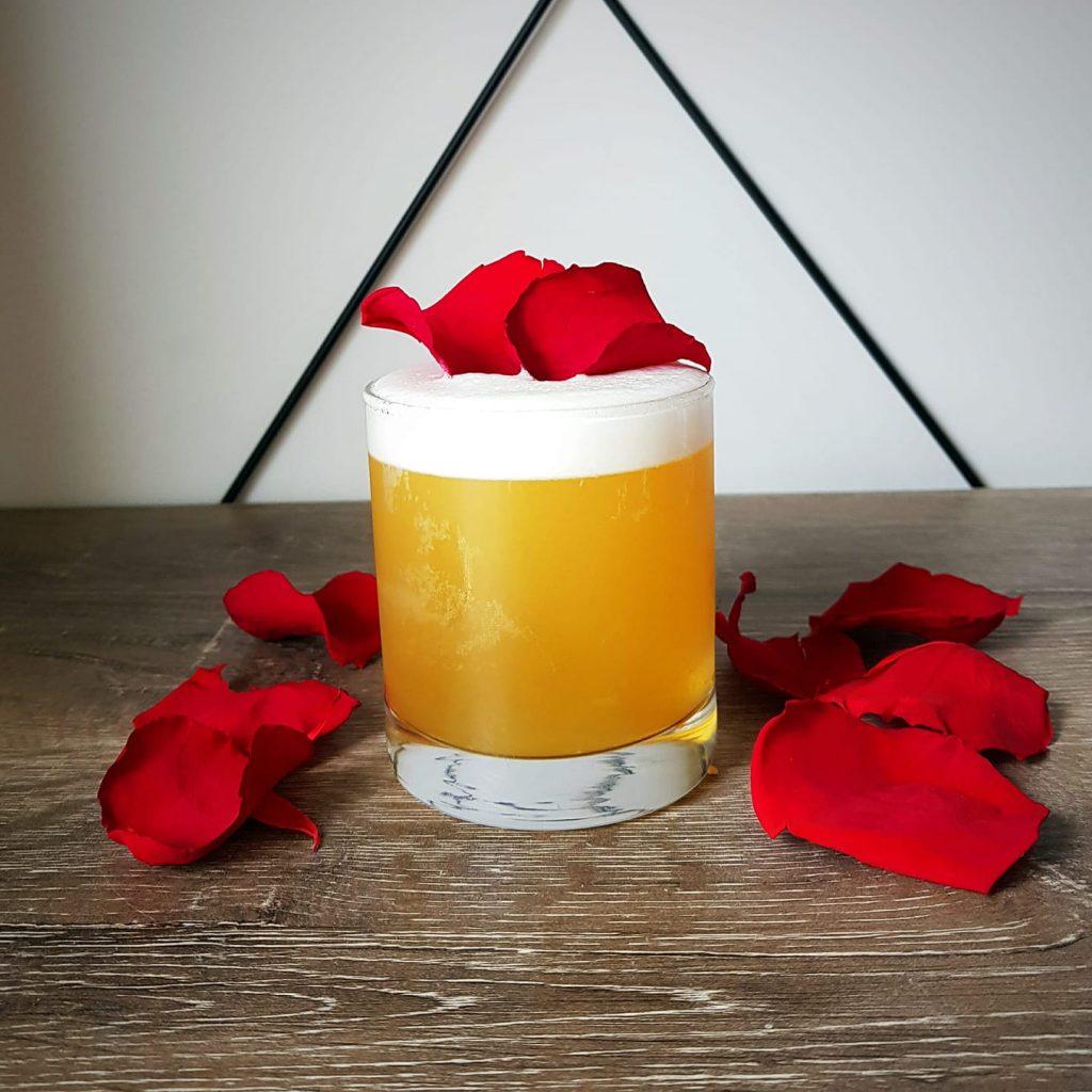 Serve It Up Sydney rosey apple cocktails