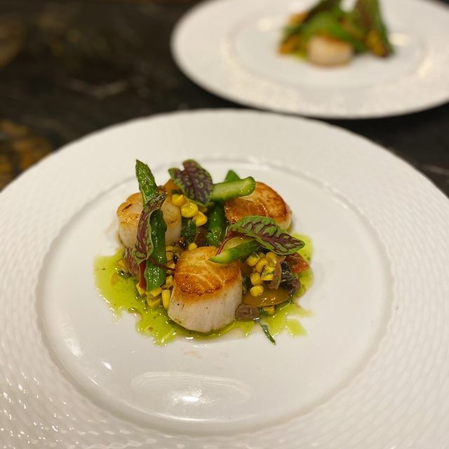 Aroma Catering scallops and asparagus