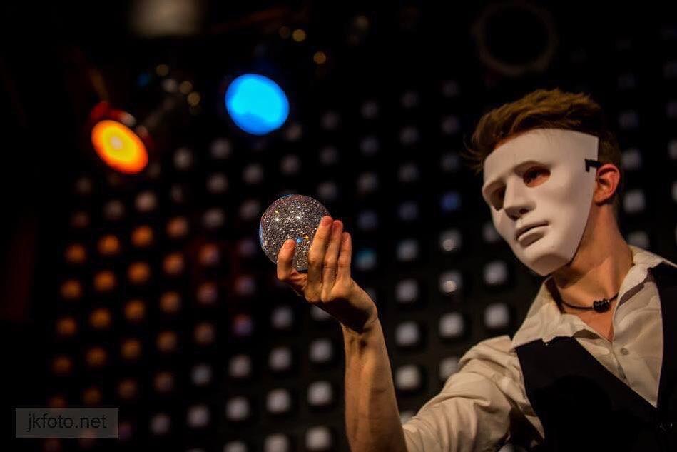 Ryan Razi Magic juggling