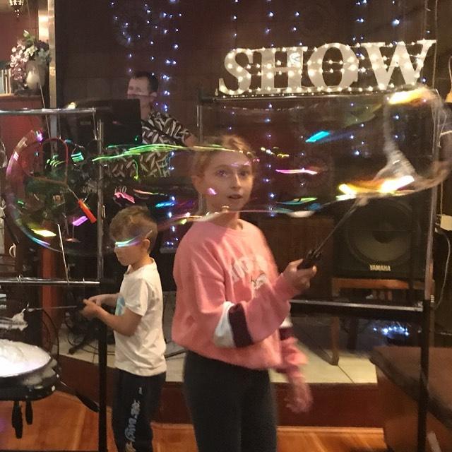 Sydney Bubble Show bubble play